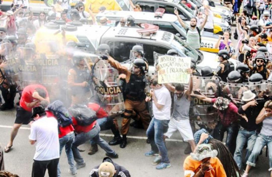 Sindicato repudia violência à greve dos professores no Paraná