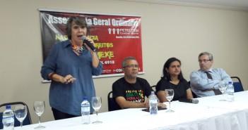 Prioridade é organizar resistência a ataques dos golpistas, orienta assembleia da Fetec-CUT/CN
