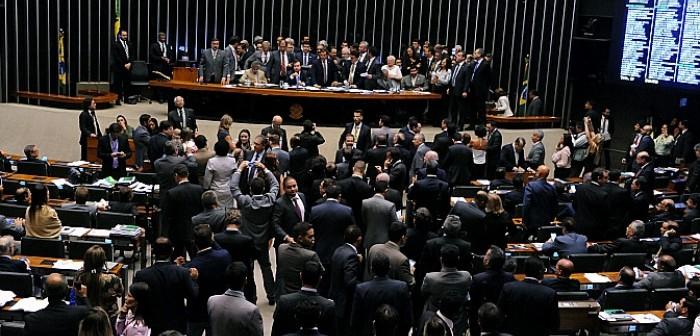 Governo Temer enfraquece e maioria parlamentar para aprovar reformas é incerta
