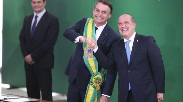 Bolsonaro anuncia o fim da política de valorização de salário mínimo