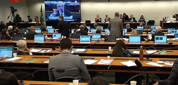 'Reforma' da Previdência: centrais e oposição lutam para adiar votação na comissão